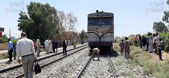 اصطدام-قطار-بتروسيكل-يتسبب-فى-توقف-حركة-القطارات-بقنا-(2)