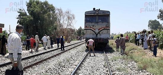 اصطدام-قطار-بتروسيكل-يتسبب-فى-توقف-حركة-القطارات-بقنا-(1)