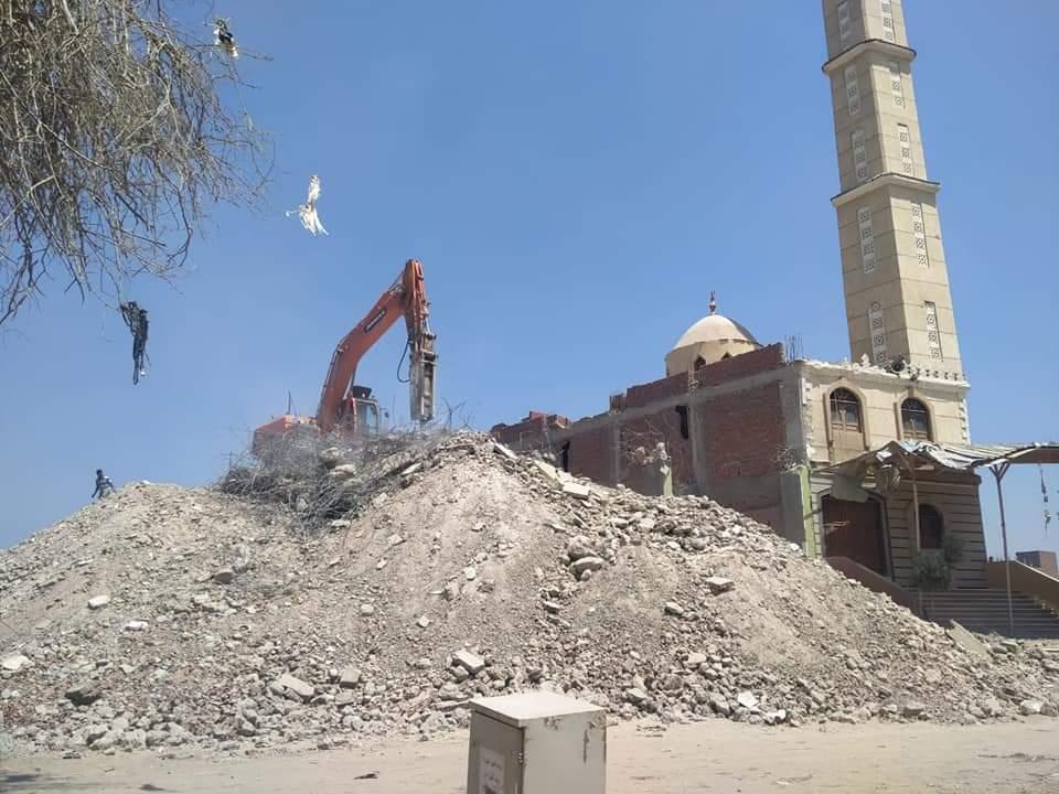 محافظة الجيزة تزيل اعلى برج مخالف بأوسيم  (1)
