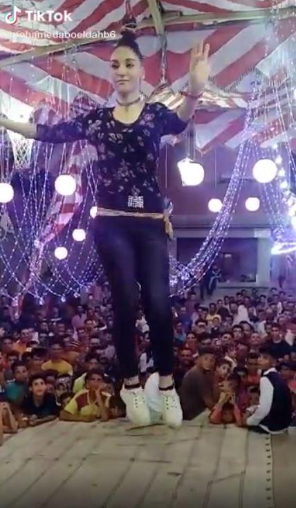 لقطة من فيدو الفتاة الراقصة