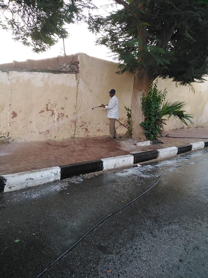 رفع 3 طن قمامة ومخلفات أتربة بمنطقة حي جنوب مدينة الأقصر (2)