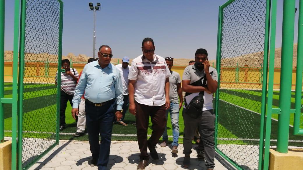 مدير شباب ورياضة الأقصر ورئيس مدينة الطود يتابعان تجهيزات المنشآت الشبابية (1)