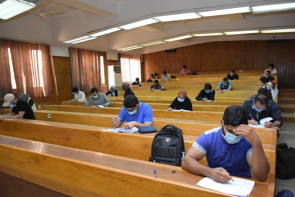 أعمال امتحانات طلاب الفرق النهائية بجامعة القاهرة  (3)