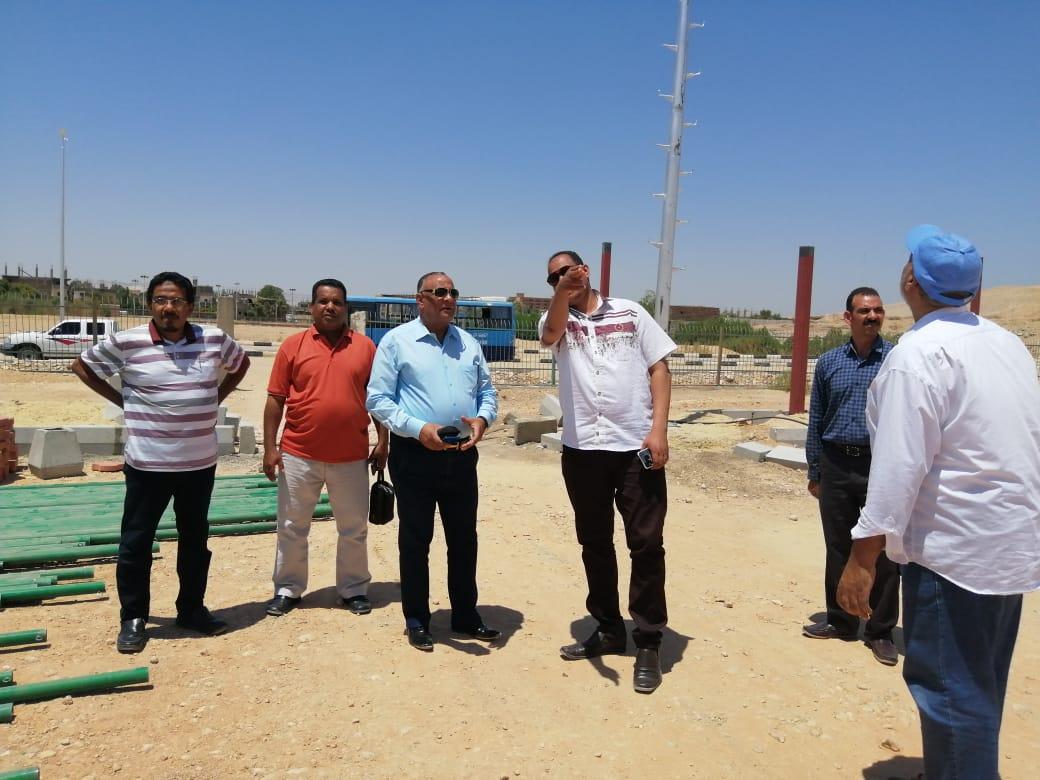 مدير شباب ورياضة الأقصر ورئيس مدينة الطود يتابعان تجهيزات المنشآت الشبابية (4)