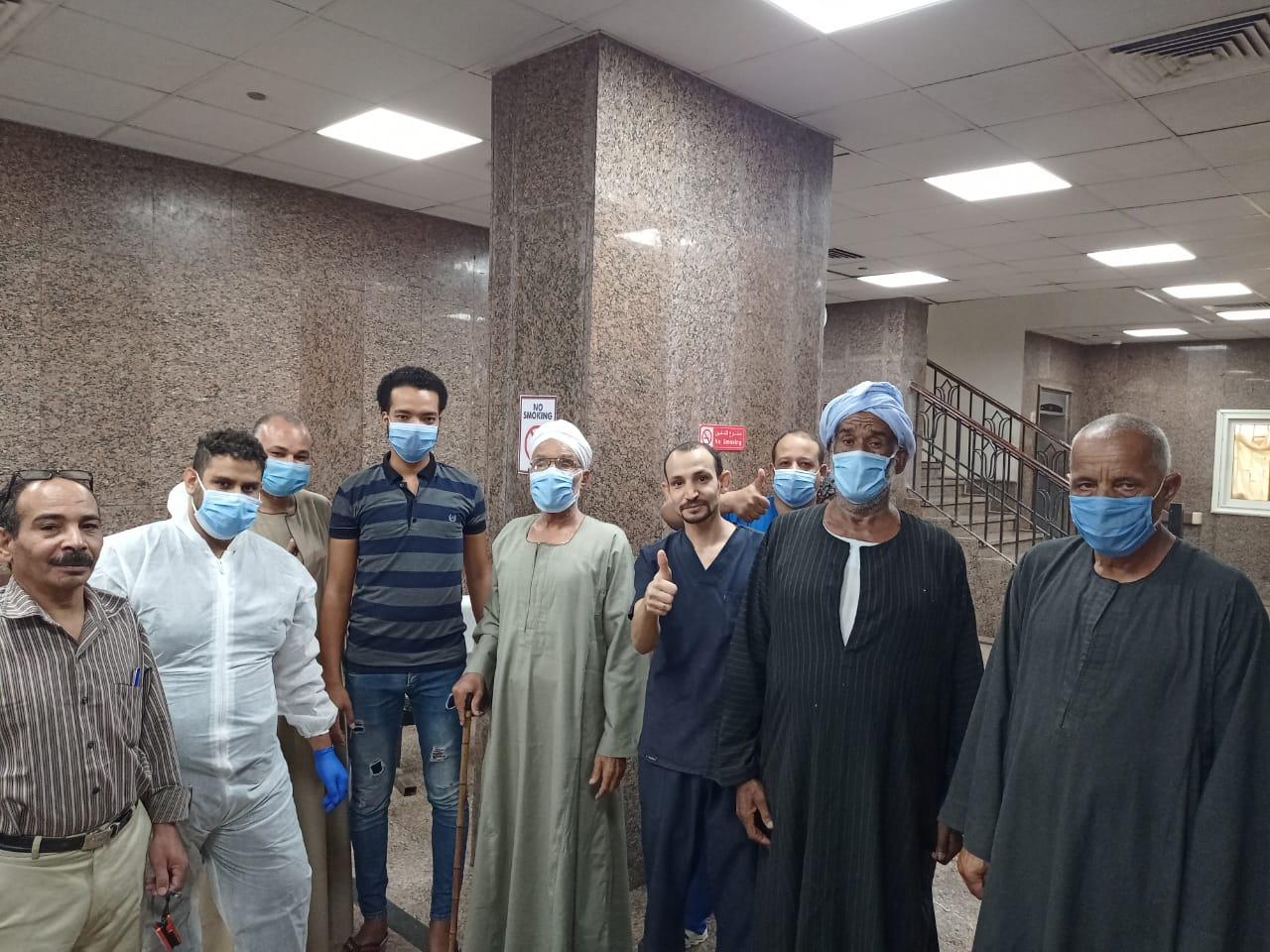مستشفى الأقصر العام تشهد خروج 5 حالات شفاء  (2)