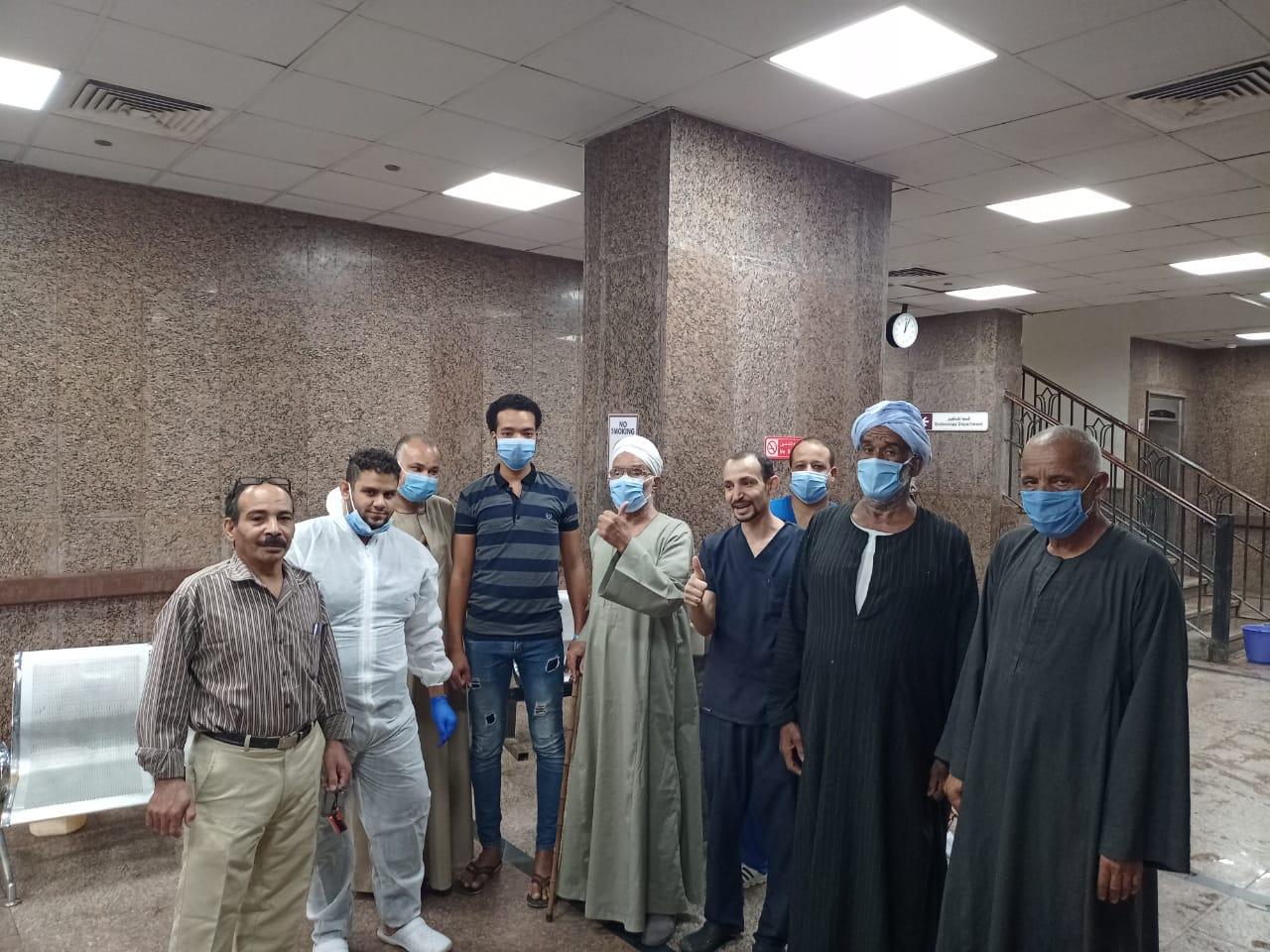 مستشفى الأقصر العام تشهد خروج 5 حالات شفاء  (1)