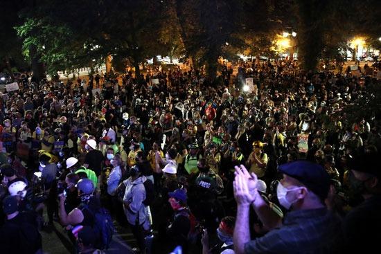 ألاف المتظاهرين يحتشدون فى بورتلاند