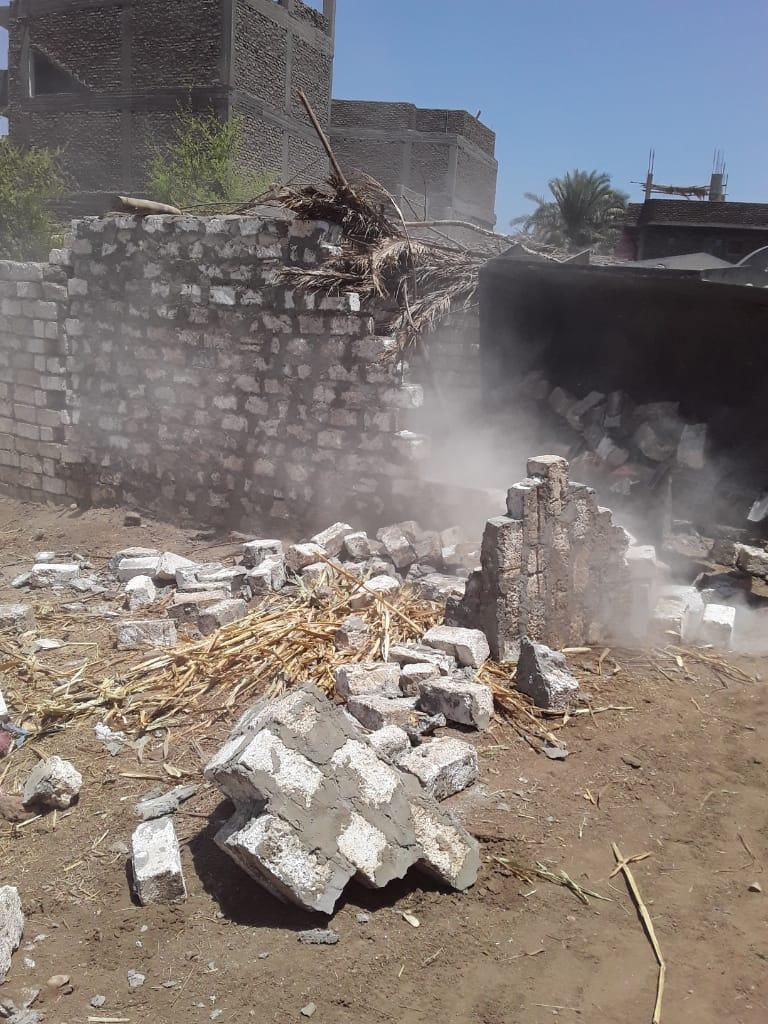 إزالة 12 حالة تعدى على أملاك الدولة بقرية الحبيل فى مدينة البياضية (3)