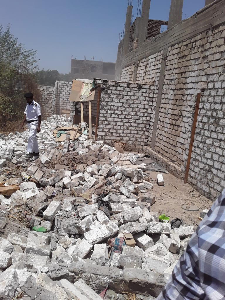 إزالة 12 حالة تعدى على أملاك الدولة بقرية الحبيل فى مدينة البياضية (2)