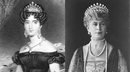 يسار الأميرة أوغوستا من هيسن كاسل أو دوقة كامبريدج وتاج عقدة العاشق الحقيقي، أما في  يمين الملكة ماري ونسخة نسخة طبق الأصل من عقدة كامبريدج لوفر.