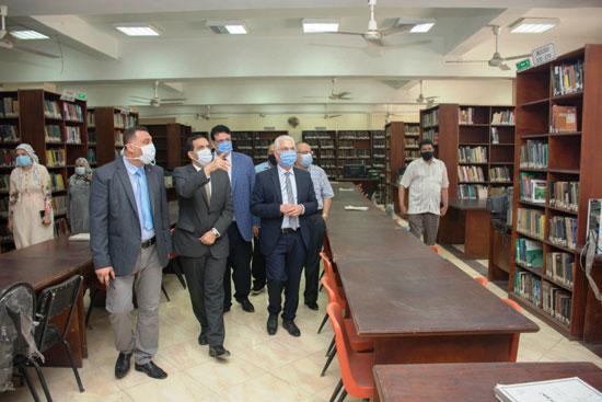 الدكتور كمال عكاشة، نائب رئيس جامعة طنطا للدراسات العليا والبحوث (3)