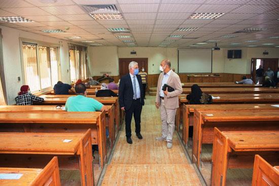 الدكتور كمال عكاشة، نائب رئيس جامعة طنطا للدراسات العليا والبحوث (1)