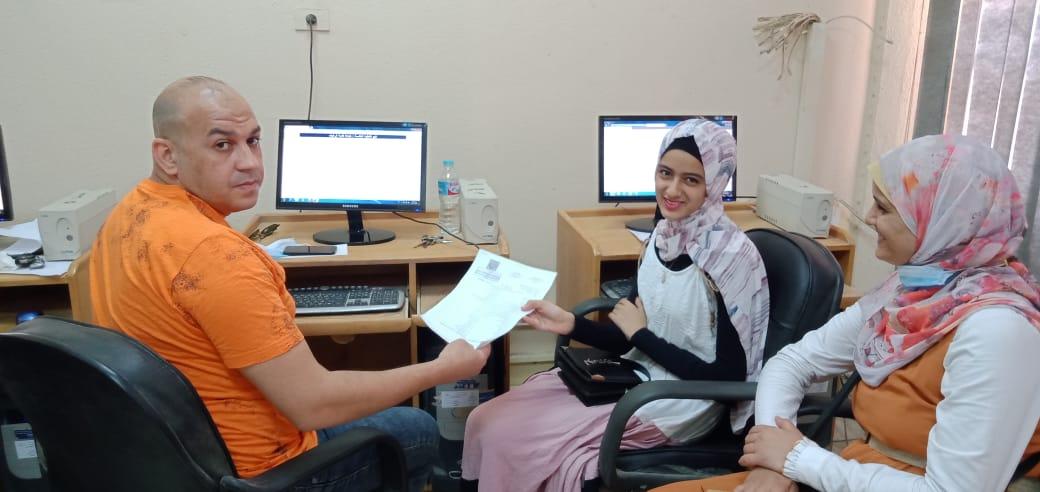 الطالبة علا أحمد سعد خلال تسجيل الرغبات 3