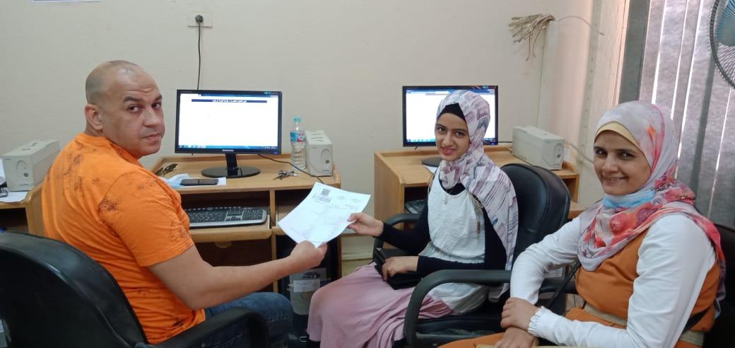 الطالبة علا أحمد سعد خلال تسجيل الرغبات 2