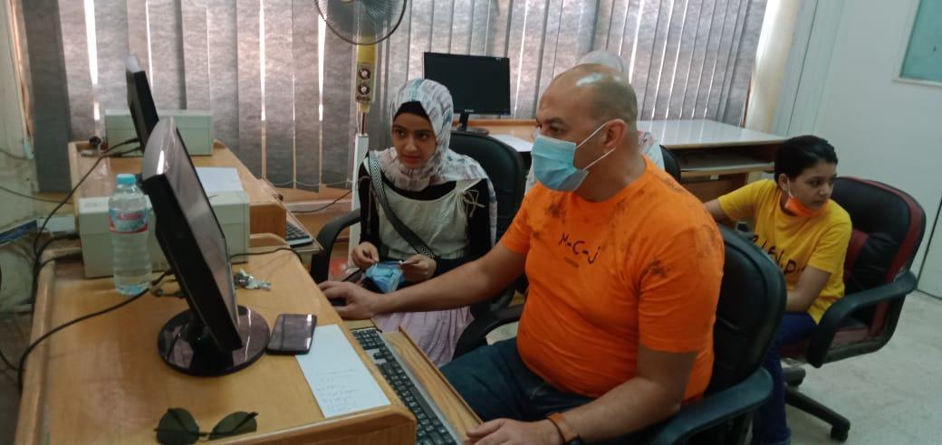 الطالبة علا أحمد سعد خلال تسجيل الرغبات 5