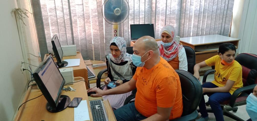 الطالبة علا أحمد سعد خلال تسجيل الرغبات 4