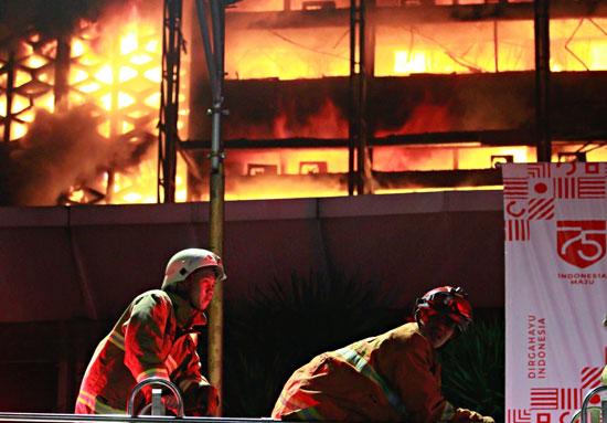 مكافحة الحريق فى مكتب النائب العام الاندونيسي