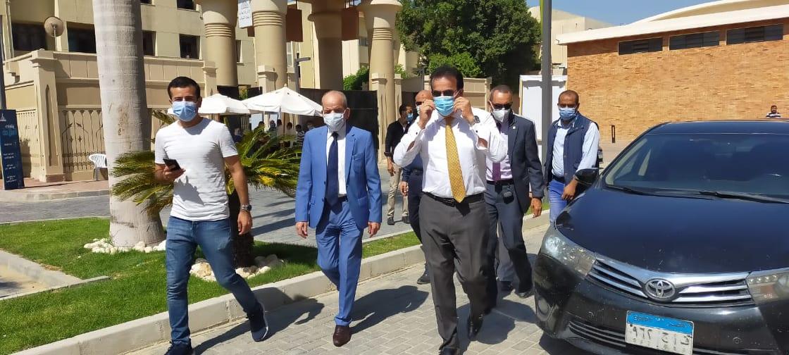 جولة وزير التعليم العالى بمكاتب تنسيق جامعة عين شمس (6)