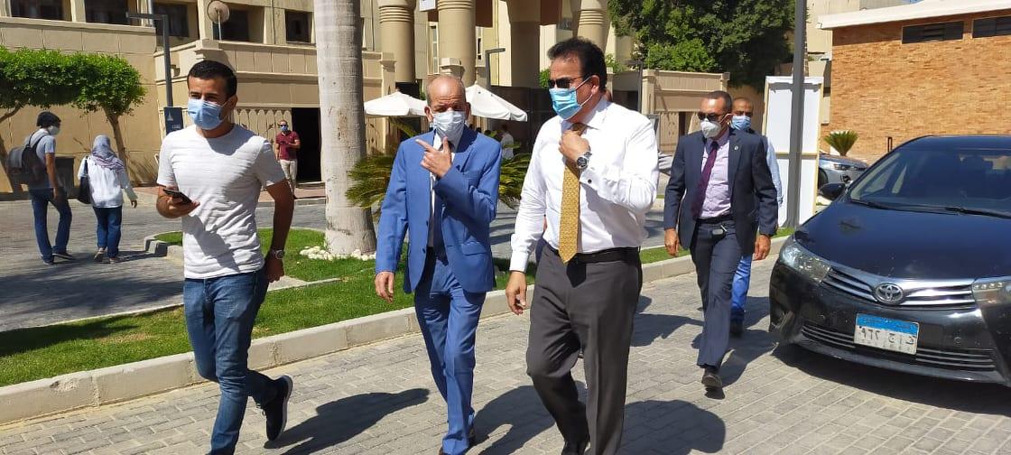 جولة وزير التعليم العالى بمكاتب تنسيق جامعة عين شمس (2)
