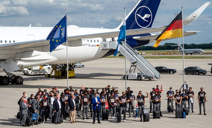 طائرة بايرن ميونخ تهبط فى ألمانيا