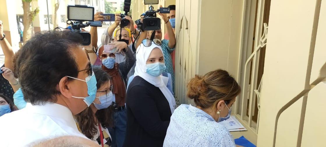 جولة وزير التعليم العالى بمكاتب تنسيق جامعة عين شمس (3)