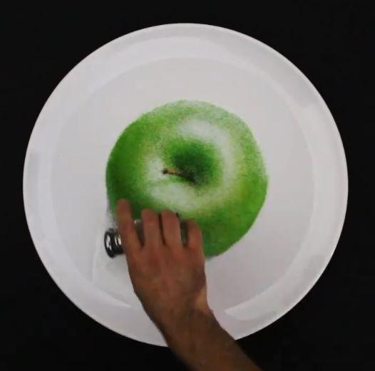 تفاحة خضراء رسمة بالملح
