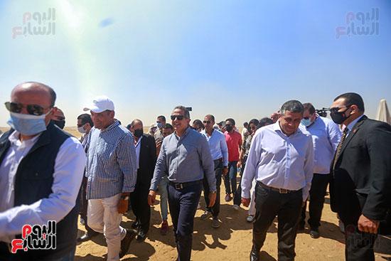 جولة وزير الآثار ورئيس هيئة السياحة  (12)