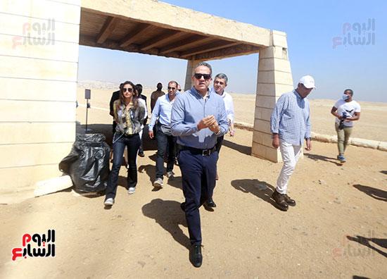 جولة وزير الآثار ورئيس هيئة السياحة  (5)