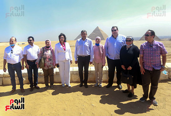جولة وزير الآثار ورئيس هيئة السياحة   (18)
