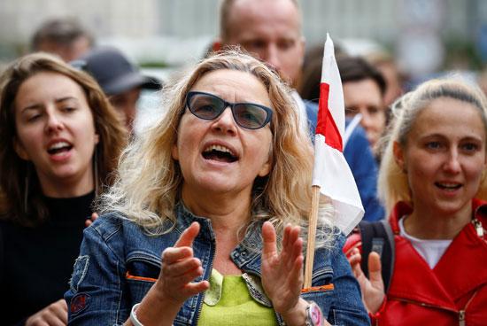 هتافات النساء ضد الرئيس