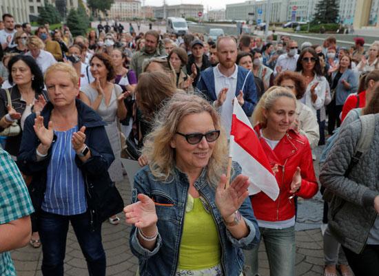 المظاهرات تدخل فى أسبوعها الثالث وتطالب بتنحى الرئيس