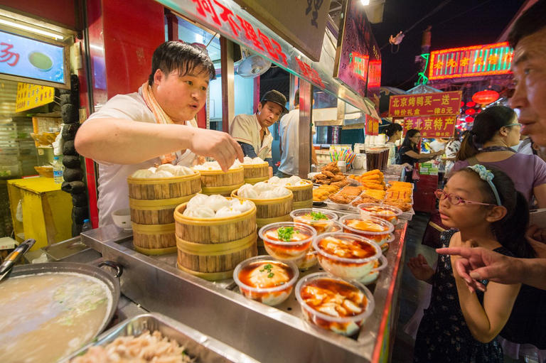 127-110723-complete-meals-china-food-waste-2