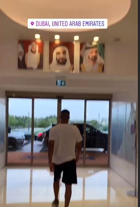 محمد رمضان يتجول بمدينة دبي (3)