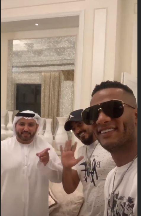 محمد رمضان يتجول بمدينة دبي (6)