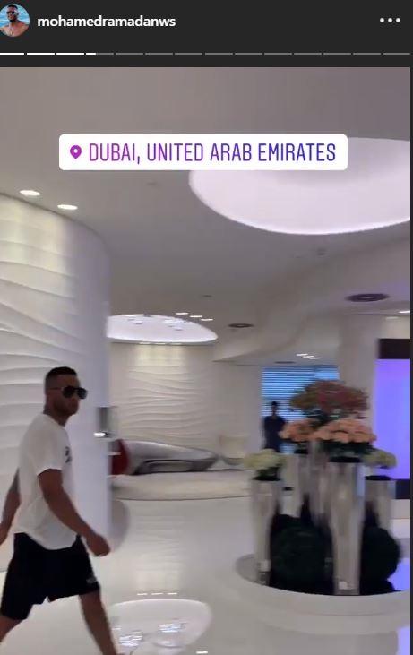 محمد رمضان يتجول بمدينة دبي (5)