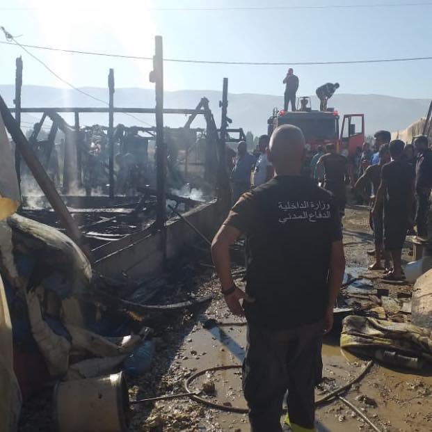 السيطرة على حريق في مخيم للنازحين
