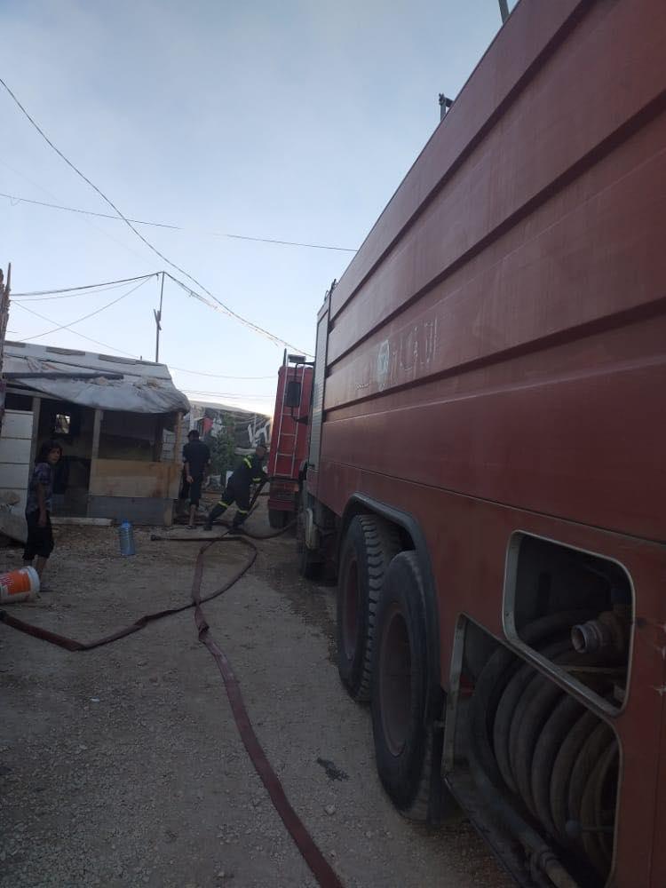 حريق داخل مخيم للنازحين السوريين