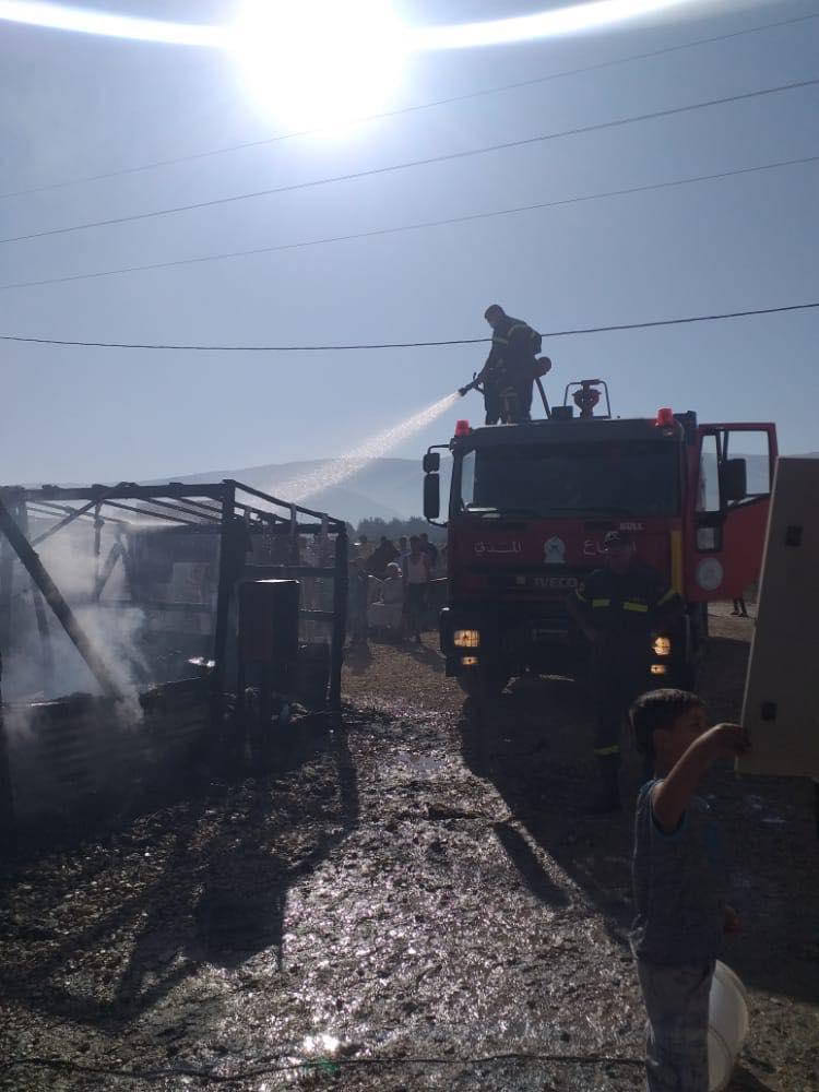 حريق داخل مخيم للنازحين السوريين في سهل البقاع