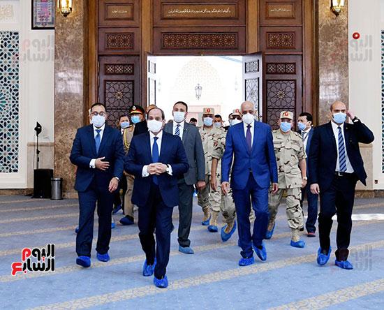 الرئيس-عبد-الفتاح-السيسي-يتقدم-افتتاح-المسجد