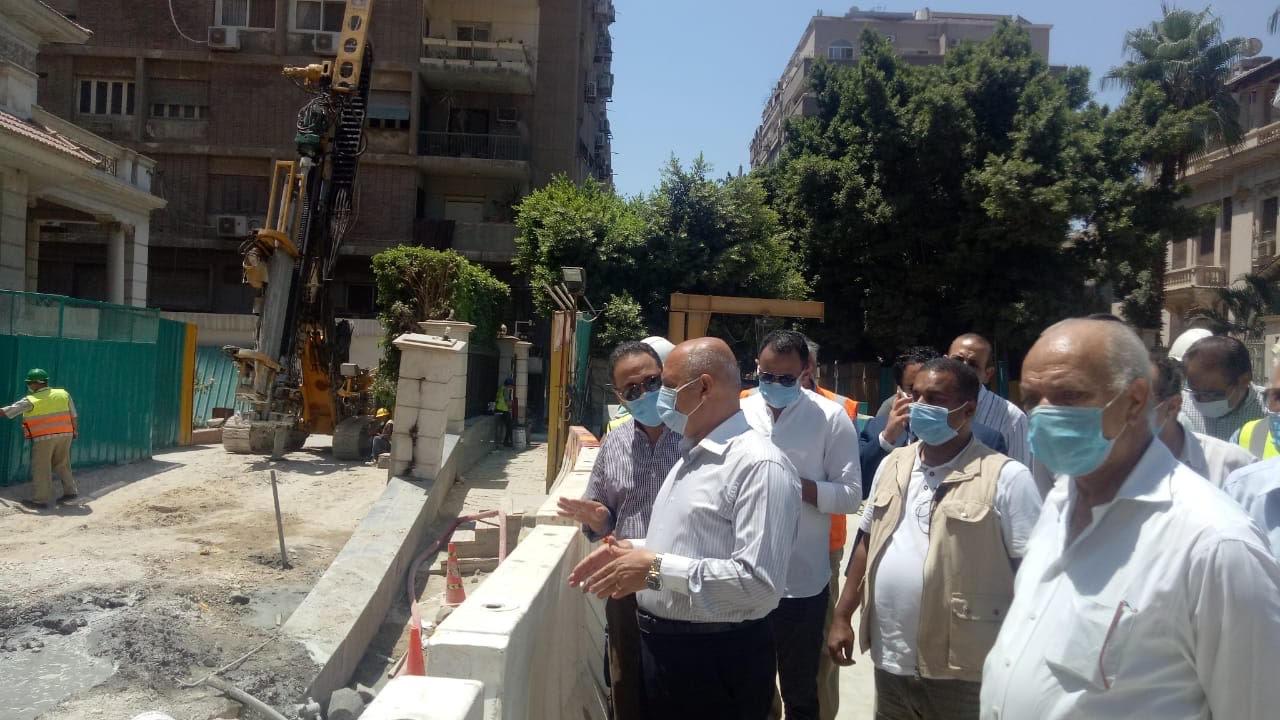 وزير النقل يتابع أعمال إصلاح عمارة الشربتلي بالزمالك (2)