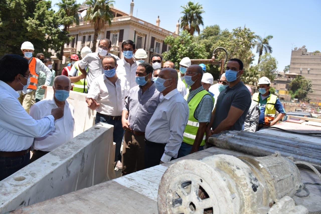 وزير النقل يتابع أعمال إصلاح عمارة الشربتلي بالزمالك (6)