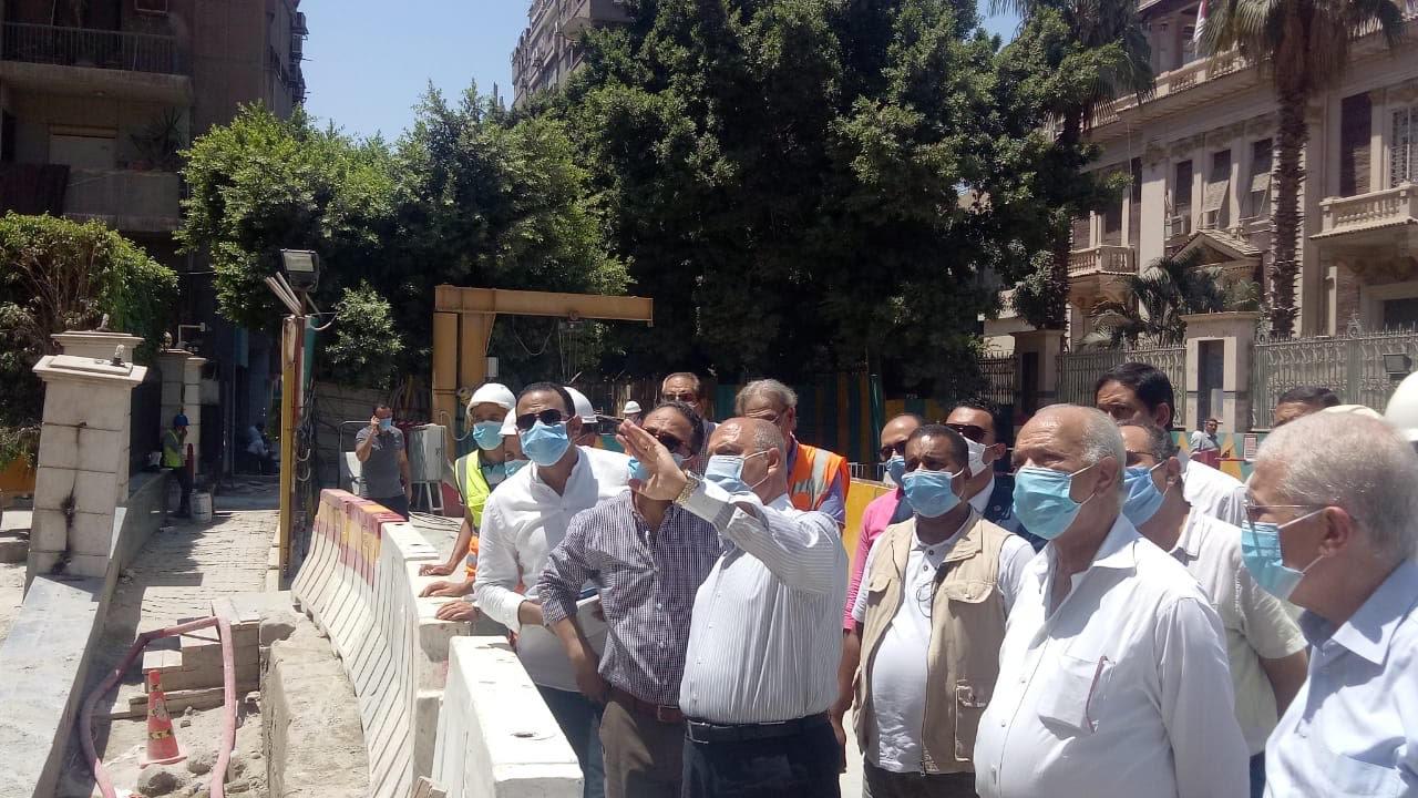 وزير النقل يتابع أعمال إصلاح عمارة الشربتلي بالزمالك (4)