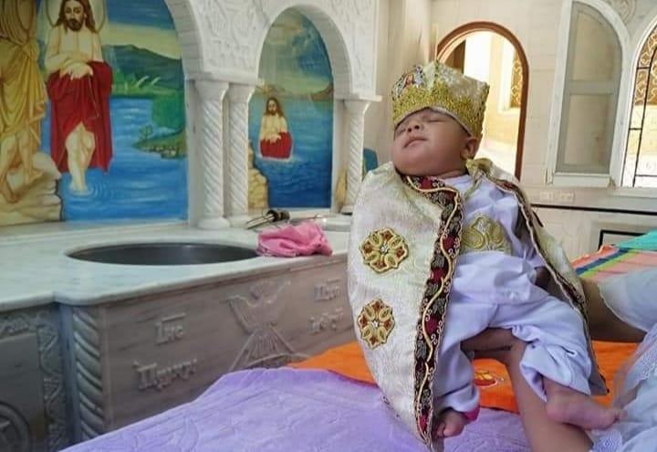 دير مارجرجس بالرزيقات يستقبل أول طفل لتعميده بعد 134 يوم من الغلق  (1)
