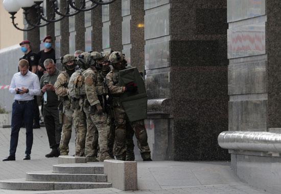 وحدة القوات الخاصة الأوكرانية تصل لمكان الحادث