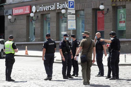 قوات الأمن فى مكان الحادث