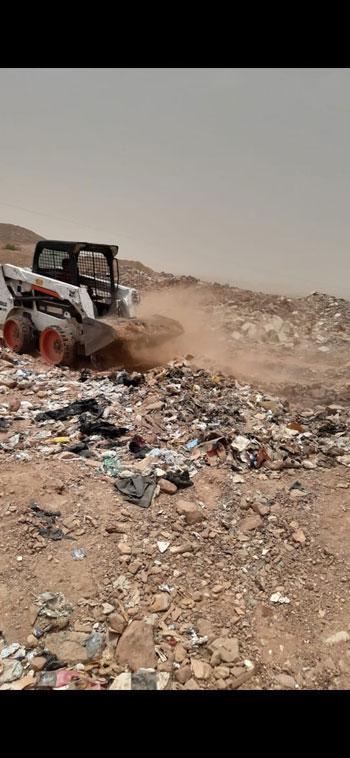 السيطرة-على-حريق-للمخلفات-والقمامةبالصداقه-الجديدة-باسوان-(4)
