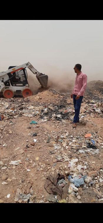 السيطرة-على-حريق-للمخلفات-والقمامةبالصداقه-الجديدة-باسوان-(3)