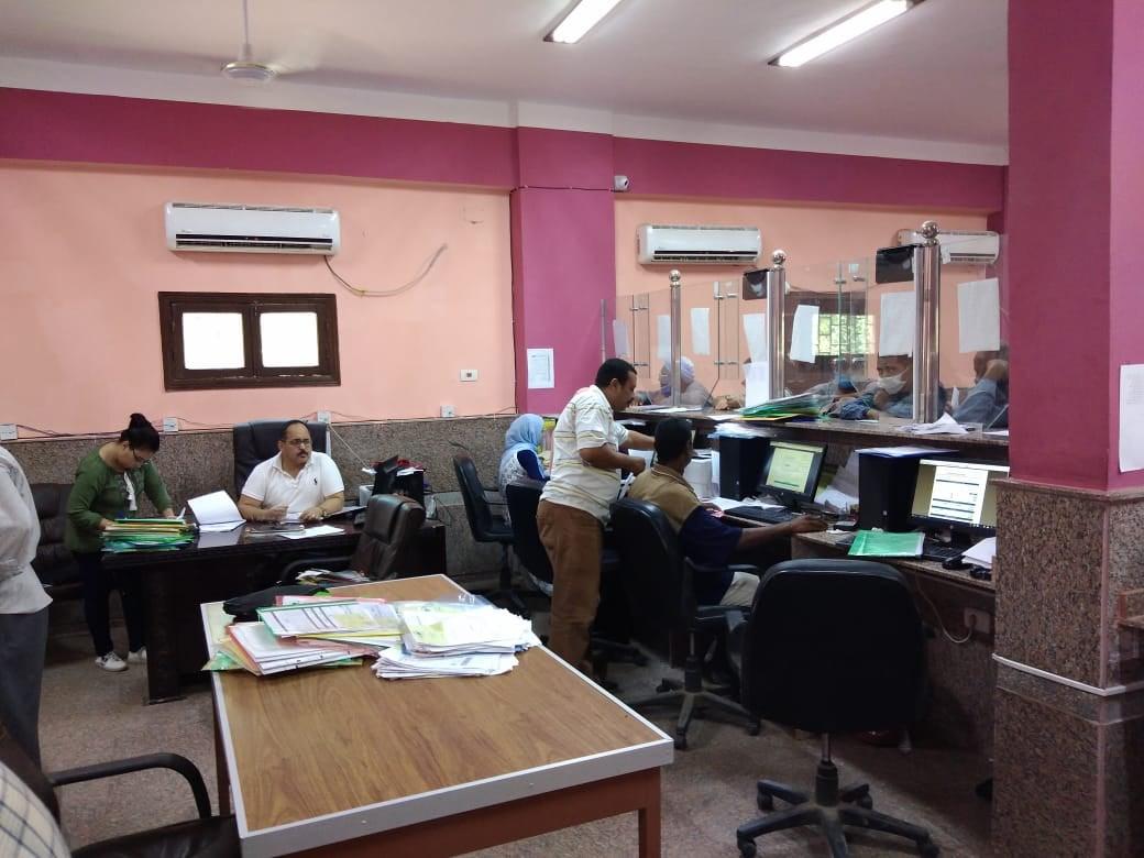 نائب مركز كوم امبو يتابع سير العمل بالمركز التكنولوجي   (8)
