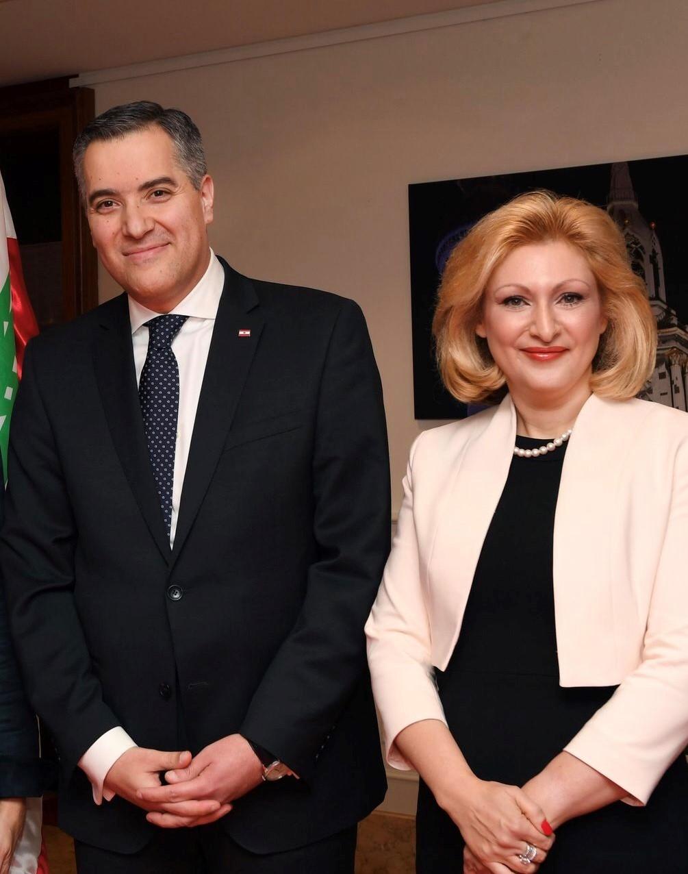 مصطفى أديب وزوجته