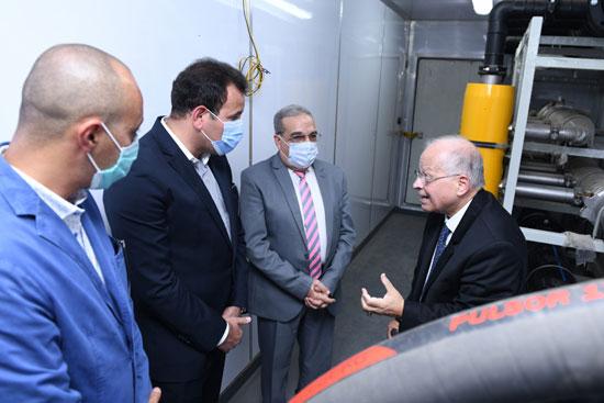 وزير الإنتاج الحربى يزور شركة IDWT (1)